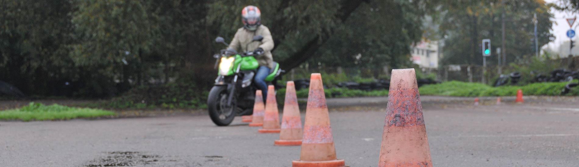 Un piesakies moto kursos